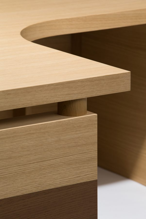 oak executive desk detail 1